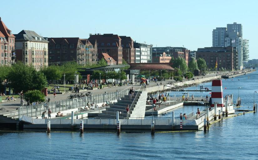 De stad, de rivier en het zwemmen